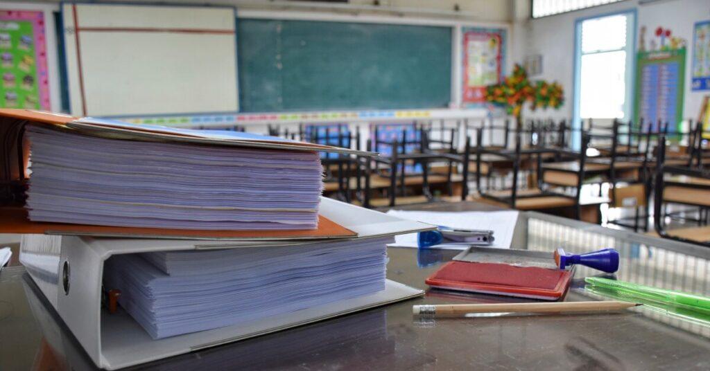 les profs doivent arrêter de ramener leur travail à la maison
