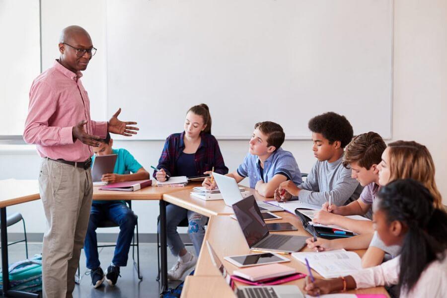 Comment se présenter devant les étudiants
